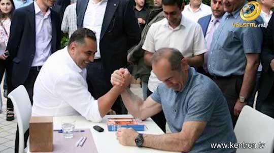 Քոչարյանի հետ լուսանկարը՝ պաշտոնից ազատվելու պատճա՞ռ. նախկին հյուպատոսը փակագծեր է բացել