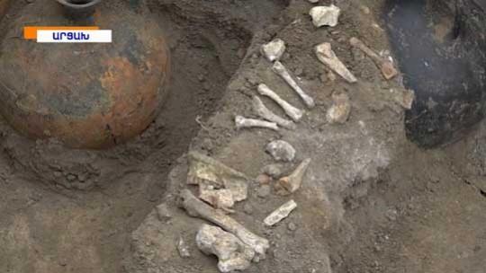 Արցախում առաջին անգամ մարդակերպ կոթողի տակ դամբարան է բացվել