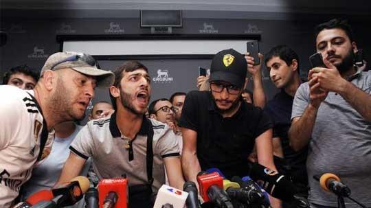Ռոբերտ Քոչարյանի փոխարեն ասուլիսի եկան «Պրիվետ Ռոբ» ակցիայի մասնակիցները