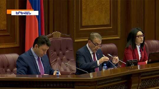 Պատգամավորները քննարկել են ՍԴ նախագահի պաշտոնում Հրայր Թովմասյանի թեկնածության հարցը