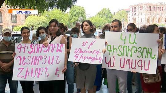«Քիմիայի հետ խաղ չեն անում».գիտնականները բողոքի ցույց են արել կառավարության մոտ