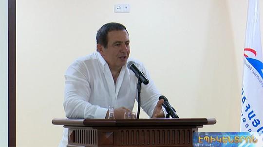 Գ.Ծառուկյանը հանդիպել է ԲՀԿ երիտասարդների միության անդամների հետ